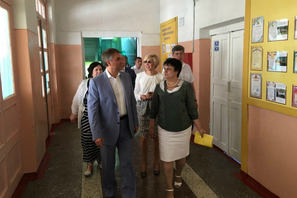 Вячеслав Володин встретился с коллективом одной из старейших школ области