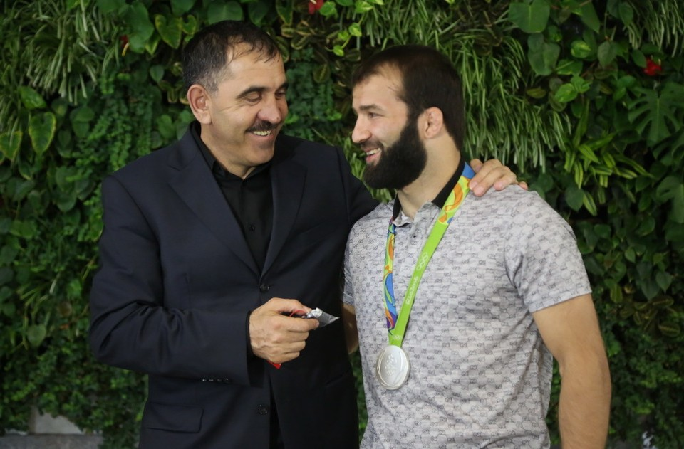 Юнус-Бек Евкуров и Селим Яшар. Фото: пресс-служба главы РИ