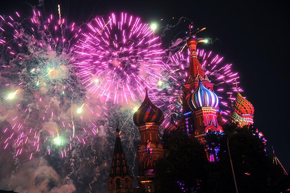 В субботу, 10 сентября, в 22.00 над Москвой взлетят праздничные салюты