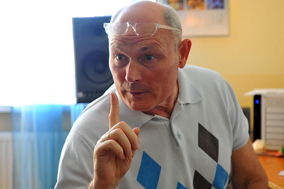 """Прокомментировать внезапный недуг Хиллари Радио """"Комсомольская правда"""" попросило Геннадия Малахова"""