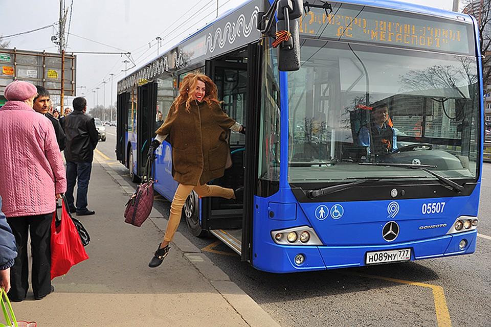 Секс в автобусе со студенткой риги