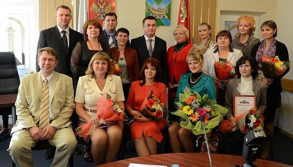 Награждение лучших учителей Приморья накануне их профессионального праздника стало хорошей традицией. Фото: Олег БЕЛОВ