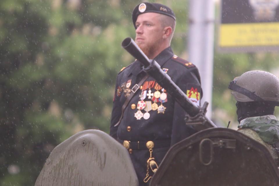 Ополченец «Моторола» во время военного парада, посвященного 70-й годовщине Победы в Великой отечественной войне
