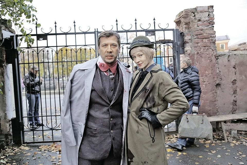 Андрей Мерзликин и Светлана Ходченкова в ролях Аркадия Жадова и Лизы Расторгуевой. Фото: Канал НТВ