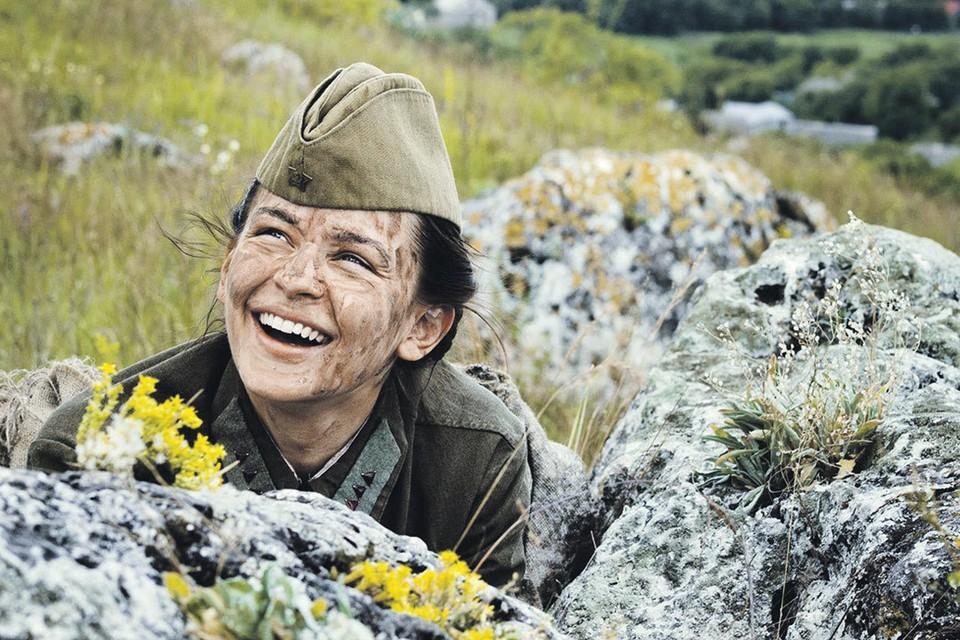 4 ноября мы увидим «Битву за Севастополь», где Юлия Пересильд сыграла легендарную женщину-снайпера Людмилу Павличенко. Фото: Кадр из фильма