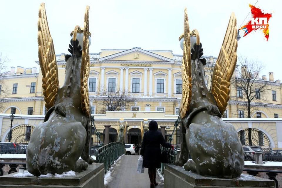 Сбербанк России поможет с реставрацией скульптур.