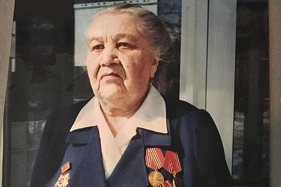 Самой дорогой наградой Анастасия Федоровна считает значок ветерана 69-й Армии.