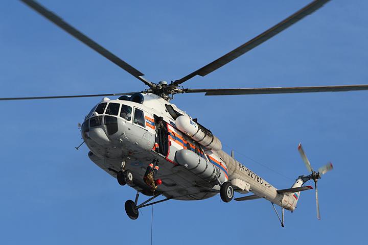 Спасатель проводят операцию по поиску обломков самолета у берегов Сочи