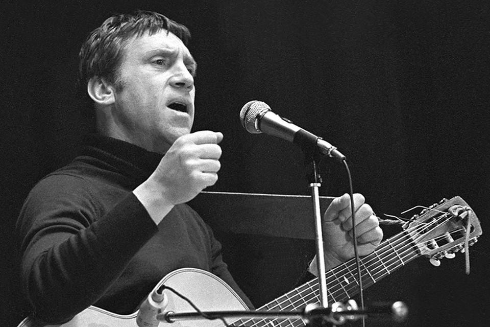 Владимир Высоцкий выступает в Ярославле, 1979 год. Фото Сергея Метелицы /Фотохроника ТАСС/.
