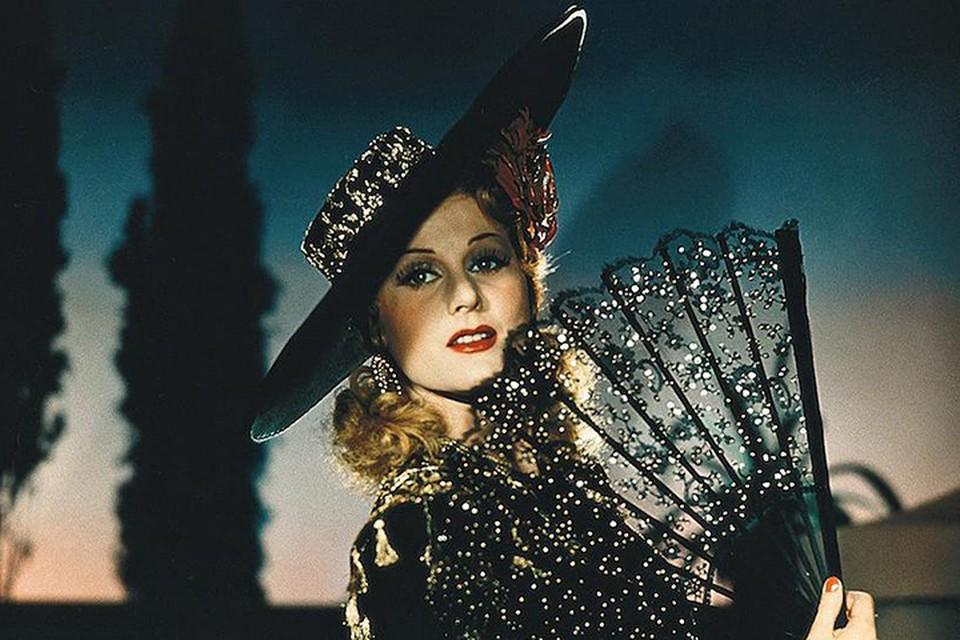 Марика Рекк училась хореографии у русской балерины Рудковской в Париже. Успешно выступала в Мулен-Руж, на Бродвее. В зо-е годы сделала головокружительную карьеру в Третьем Рейхе