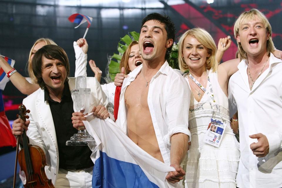 Дима Билан в Белграде показал номер, вошедший в историю конкурса - скрипач Эдвин Мартон и Евгений Плющенко на коньках покорили Европу, также как и прекрасная песня «Believe»