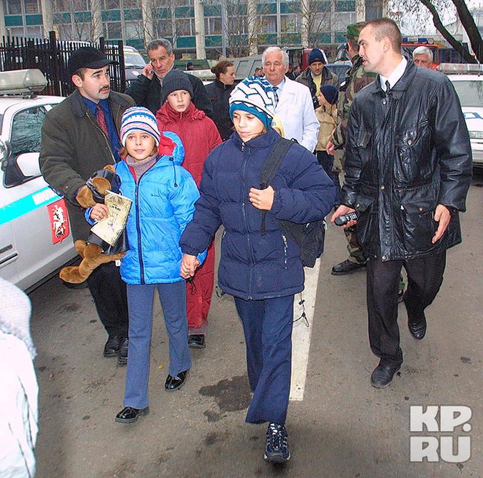 Известный детский хирург Леонид Рошаль уговорил террористов освободить восемь детей.