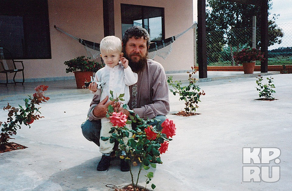 Терентий с сыном Варлаамом на своей боливийской «фазенде»