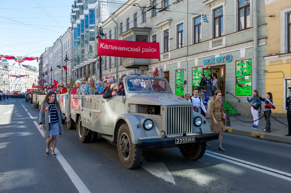 В «Бессмертном полку» в Санкт-Петербурге прошло около миллиона человек.