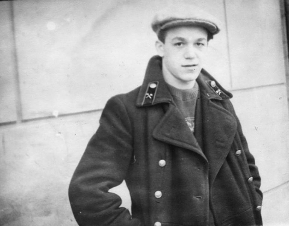 В 1956 году Иосиф Кобзон окончил Днепропетровский горный техникум
