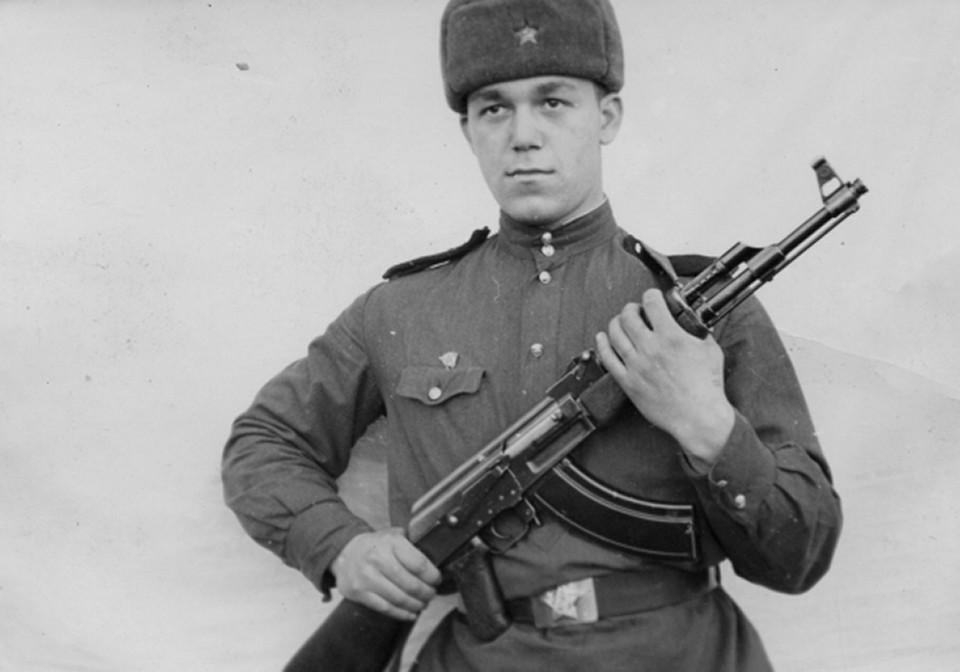 С 1956 по 1959 год Кобзон служил в армии