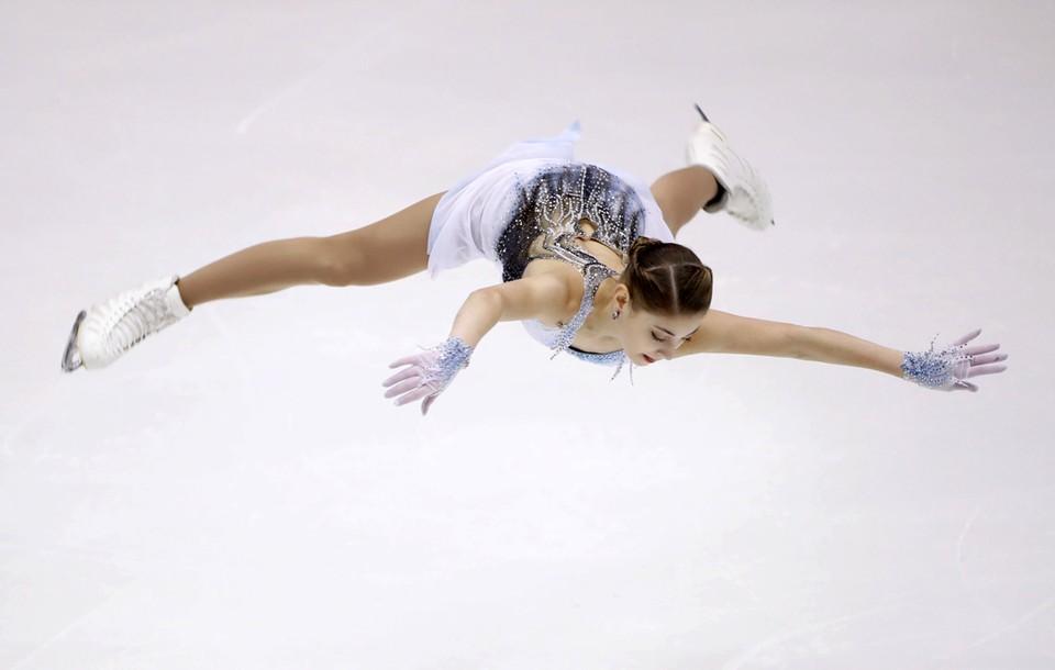 Новый мировой рекорд по баллам в короткой программе поставила на Гран-при в Японии фигуристка из России Алена Косторная. Она получила 85,04 балла.