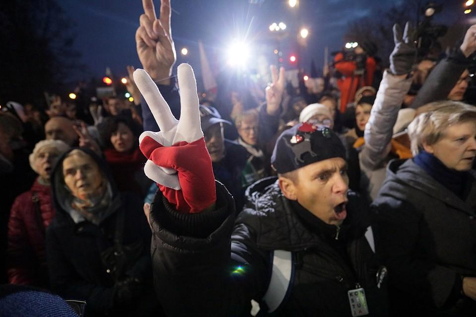 В Польше протестуют против судебной реформы. Акции протеста прошли в Варшаве, Кракове, Познани, Щецине и Вроцлаве