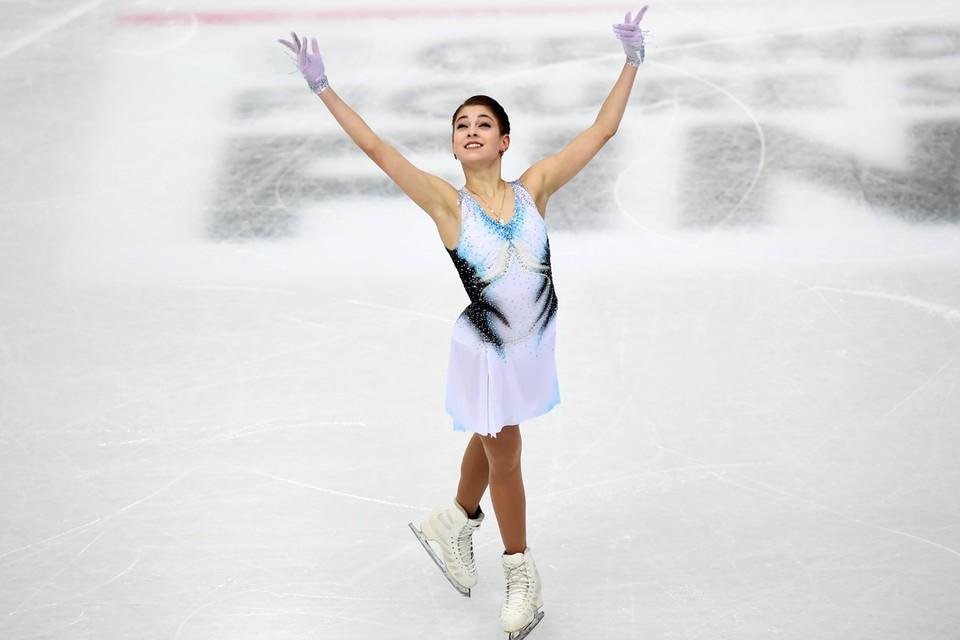 16-летняя российская фигуристка Алена Косторная выиграла короткую программу финала Гран-при по фигурному катанию в Турине с новым мировым рекордом.
