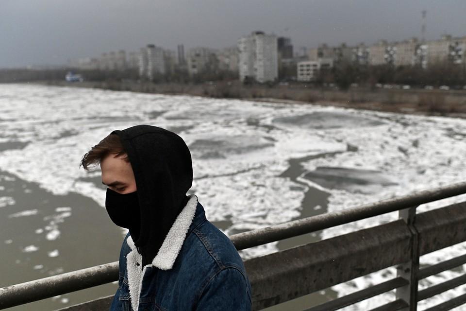 На реке Иртыш начался ледоход. Снимок сделан в Омске