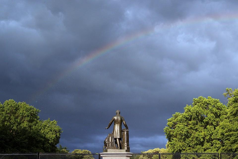 Радуга над Линкольн-парком в Вашингтоне