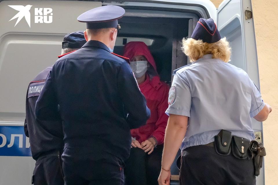 Марина Кохал расчленившая своего мужа рэпера Энди Картрайта 1 августа 2020 впервые предстала перед судом. Подсудимую оставили под стражей еще на 72 часа и назначили очередную экспертизу, чтобы установить причину смерти.