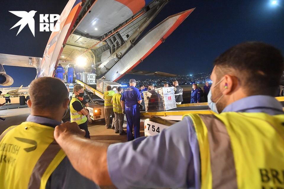 Спасатели МЧС России прибыли в пострадавший от мощного взрыва в порту Бейрут