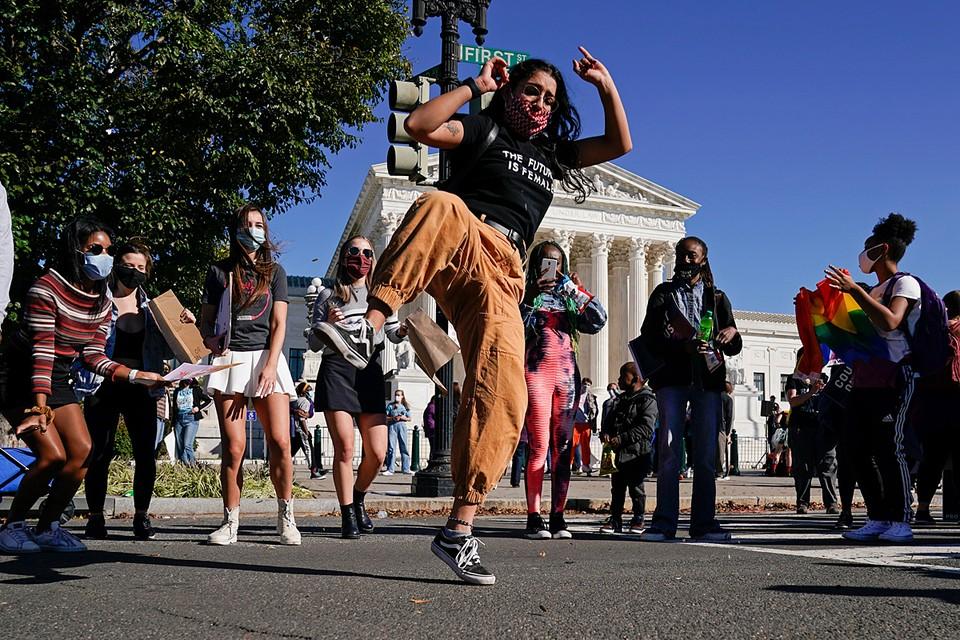В центре Вашингтона прошел женский марш против действующей власти