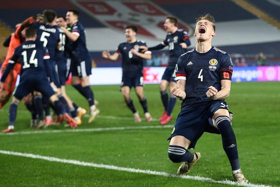 """Определились последние участники """"Евро 2020"""", который должен состояться будущим летом. В стыковых играх в финальную стадию пробились сборные Северной Македонии, Венгрии, Словакии и Шотландии. Шотландцы (на фото) победили в серии пенальти команду Сербии."""