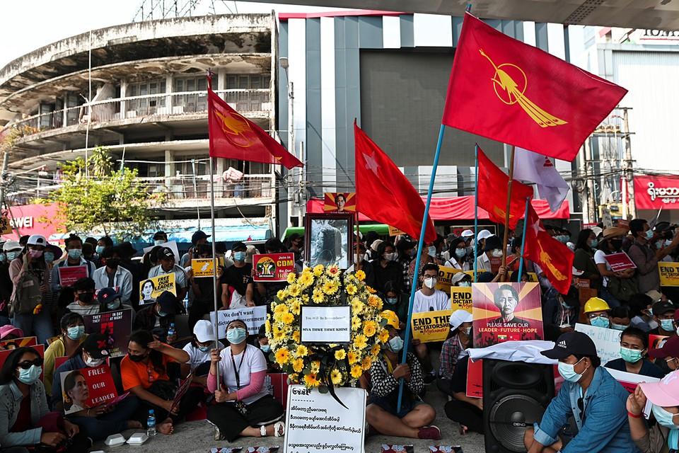 В Мьянме продолжаются массовые акции против захвата власти в стране военными