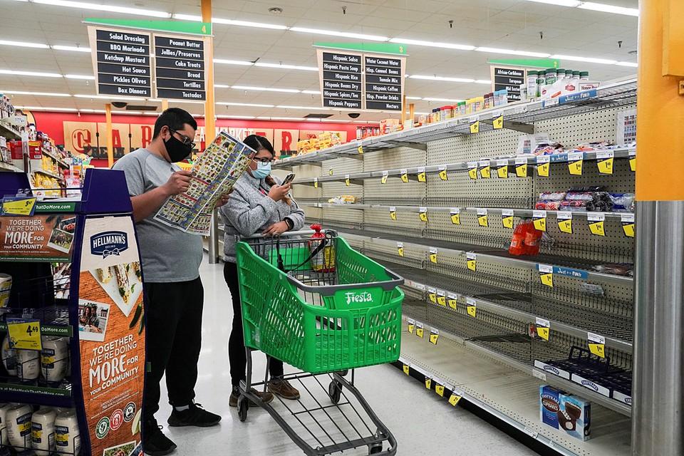 В Техасе опустели полки супермаркетов. Из-за снежной и морозной погоды жители штата скупили все