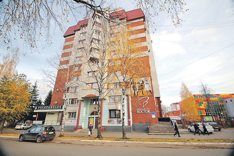 В этом доме в одной  из квартир (площадь  120 кв. м) жил губернатор. Фото: Иван БЫКОВ