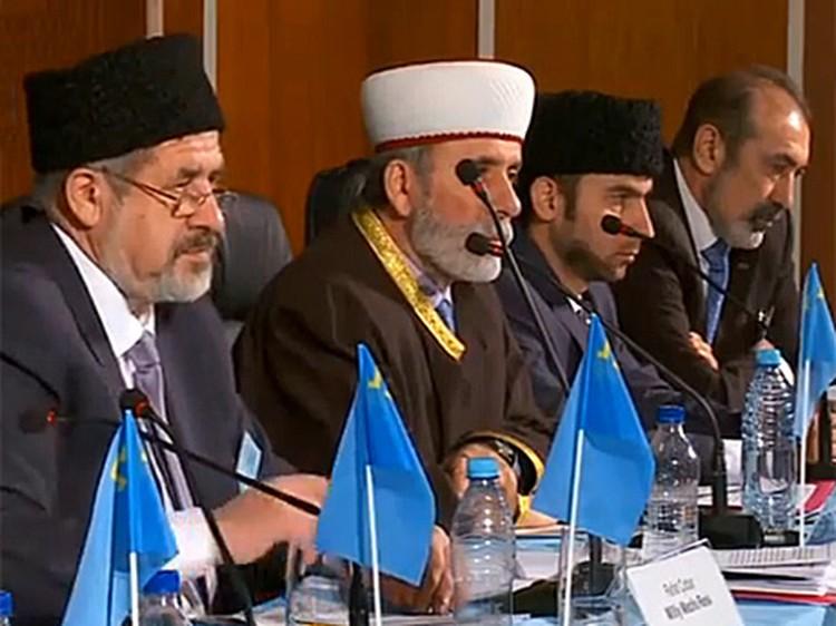 На сессию Курултая приехали старейшины, Меджлис.  Фото: телеканал ATR