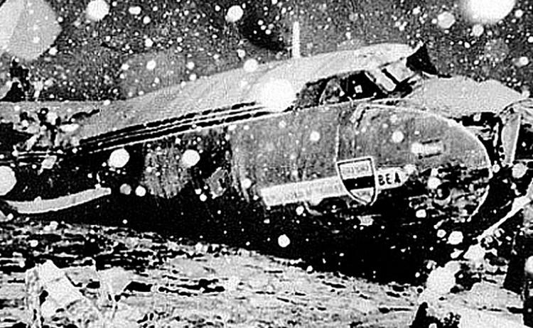 В небе над Днепродзержинском на высоте 8400 метров столкнулись два Ту-134. Погибли все 178 человек. Среди них - 17 футболистов ташкентского «Пахтакора»