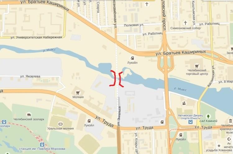 """От ресторана """"Уральские пельмени"""" вниз к реке Миасс и на новый мост."""