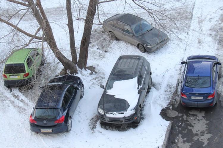 Водители часто бросают машины на колодцах или загораживают автомобилями гидранты