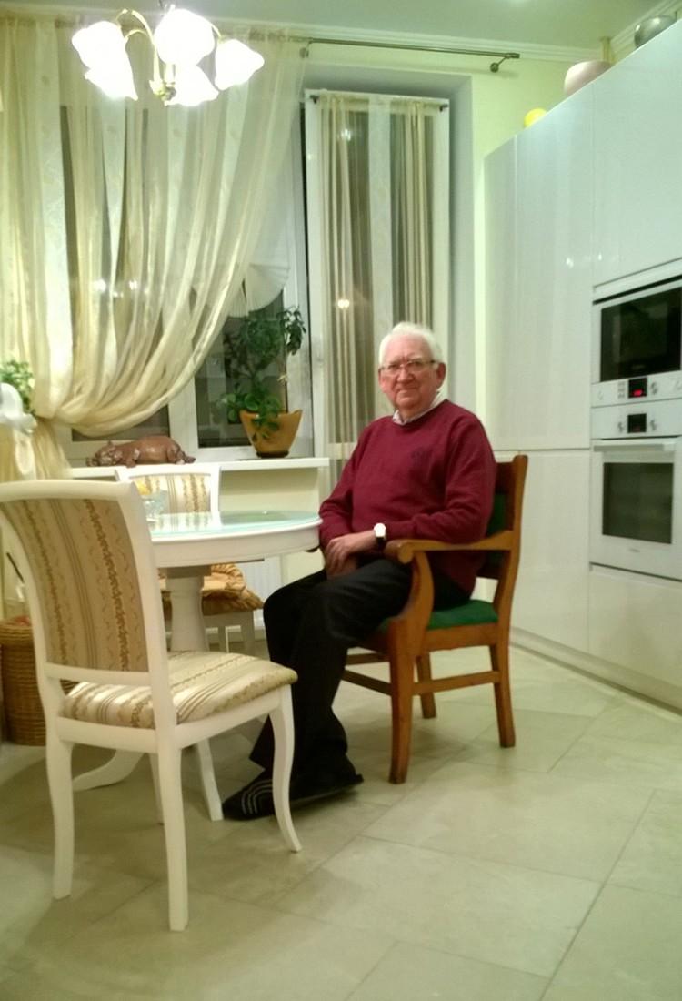 Николай Чижмаков гордится тем, что у него сохранился материальный символ семейной памяти. Фото: из личного архива.