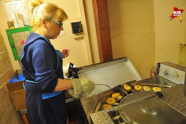 Внутри, на кухне, от запаха можно сойти с ума