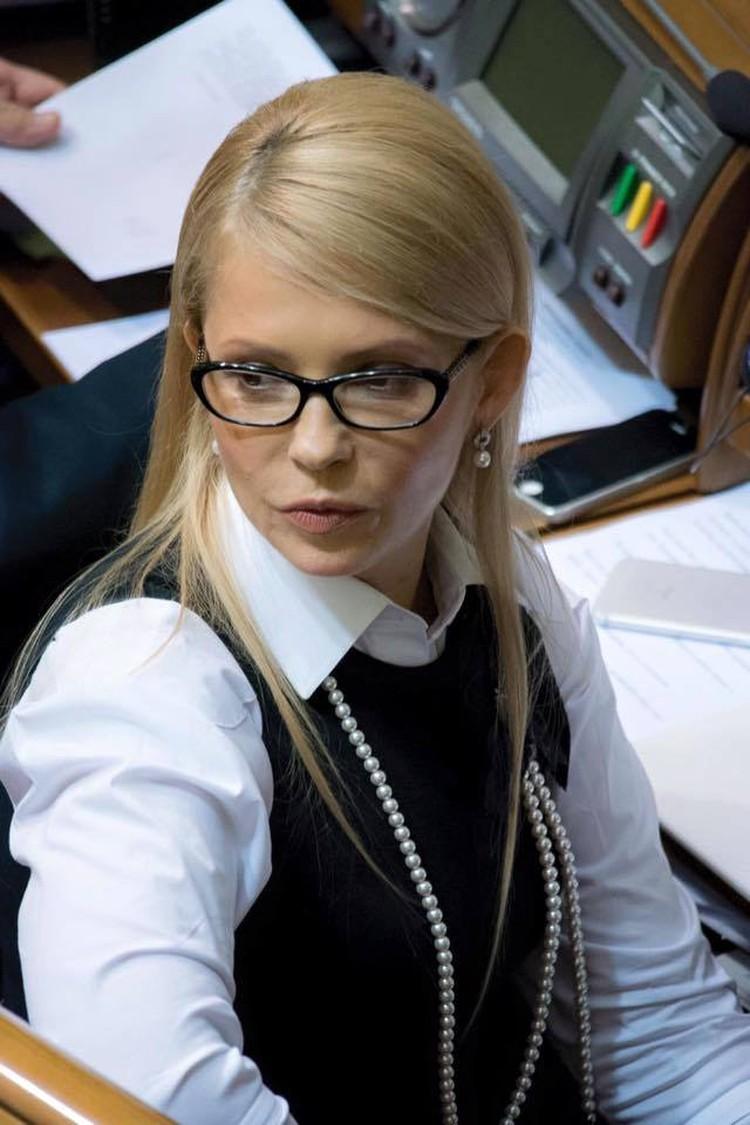 Юлия Тимошенко 16 февраля удивила Верховную Раду новой прической. Все недоумевают: а где коса? Фото: Facebook.