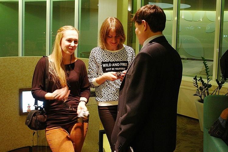 Участницы III пленэра Дарья Антонова и Яна Патонина. Фото: Мария ПЕТРОВА