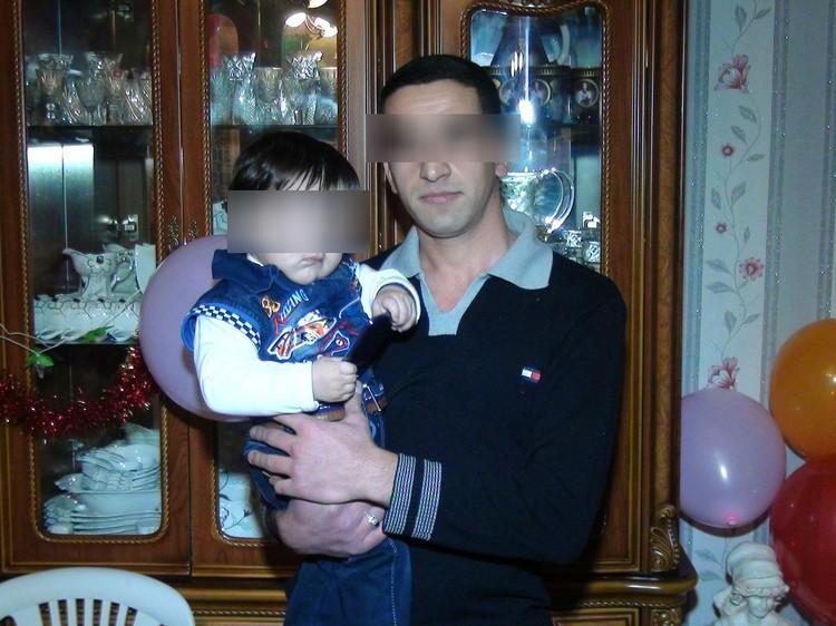 Ислам Бабаев - один из вероятных преступников - очень привязан к своей маленькой племяннице. Фото: соцсети