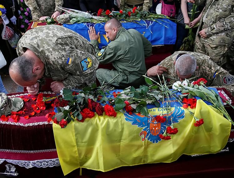 На похороны была приглашена и Савченко, однако на них не явилась