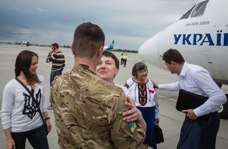 Первые мгновения на украинской земле. Фото: Михаил Палинчак/ТАСС