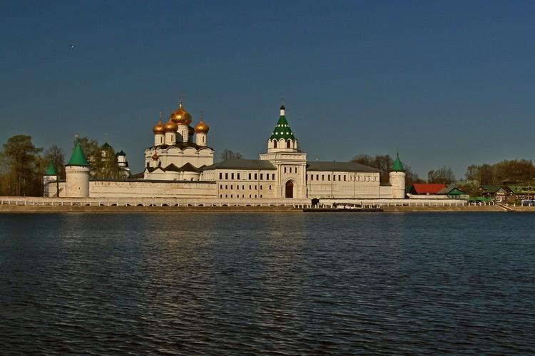 Пожалуй, главная достопримечательность города - знаменитый на весь мир Ипатьевский монастырь