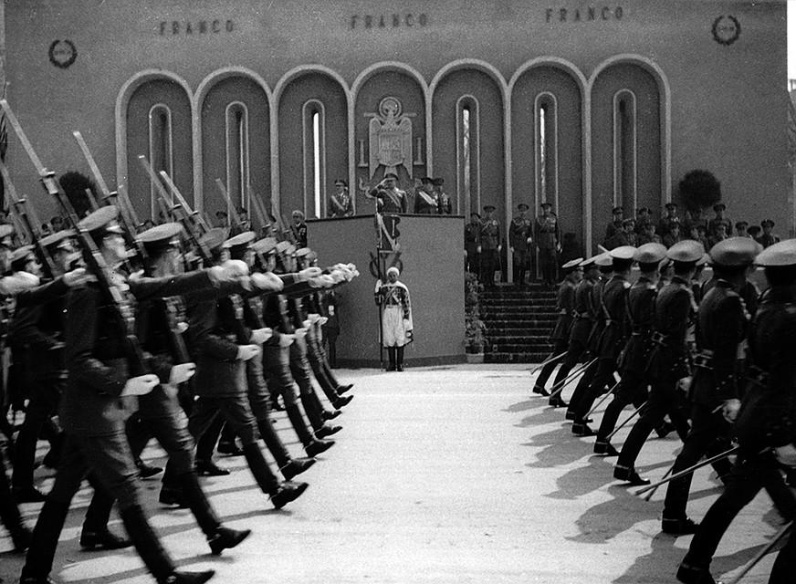 Франко 4 сентября 1939 г. объявил нейтралитет, которого его страна формально придерживалась до конца войны. Однако он не стал мешать тем, кого нужда или старые счеты по гражданской войне позвали в «крестовый поход против большевизма» Фото: GLOBAL LOOK PRESS