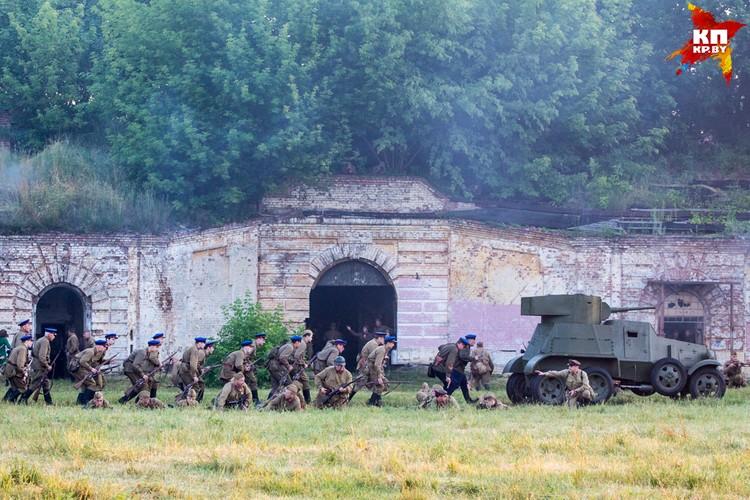 Война застала воинов брестского гарнизона на рассвете.