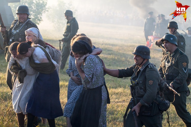 Подлая выходка фашистов: обстрел под прикрытием мирными жителями.
