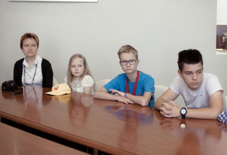 Ребята на встрече с главой Твери Александром Корзиным.Фото: пресс-служба Тверской городской думы