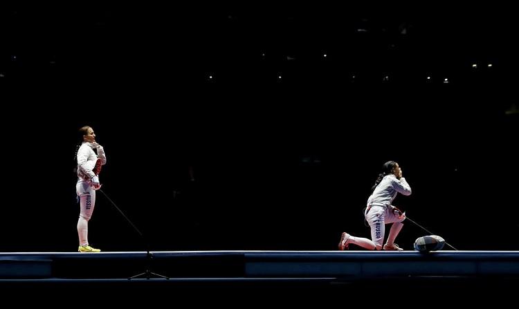 Момент успеха. На коленях - победитель Яна Егорян, стоит на ногах - проигравшая в финале Софья Великая.