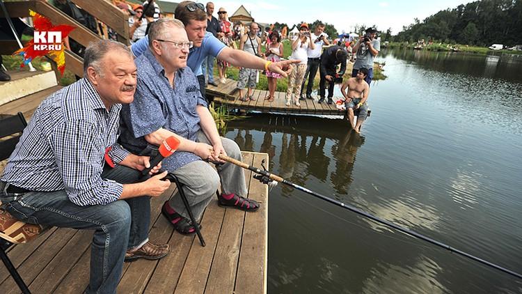 Александр Гамов и Владимир Жириновский во время интервью на рыбалке.
